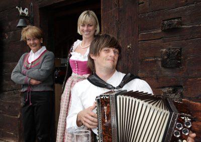 geselliges-und-gut-essen-bodenalpe-gasthaus-in-warth-lech-am-arlberg
