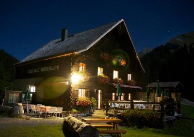 nachtbild-super-stimmung-die-bodenalpe-gasthaus-in-warth-lech-am-arlberg